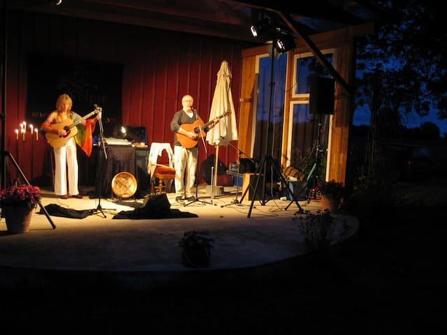 """Kelpie"" in Concert auf dem Hoyehof"