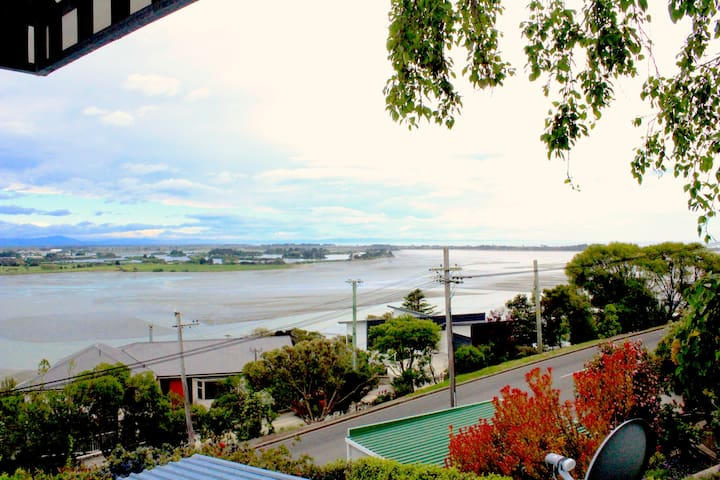 Big views, stylish living close to beach and cafes - Christchurch - Haus