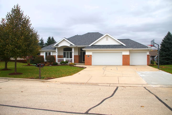 Spacious Plymouth home close to Road America