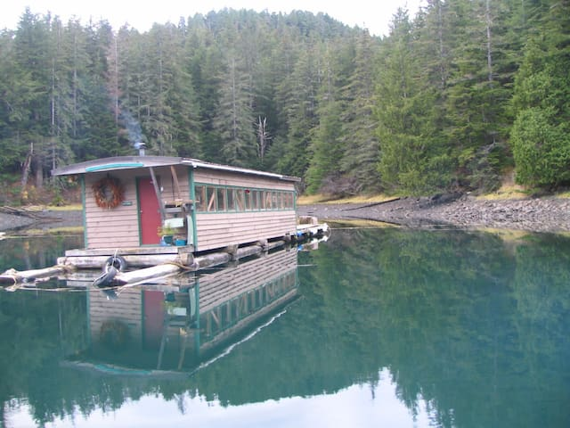 caboose, Float house - Sitka - Apartment