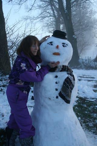 Schneefrau mit Hut