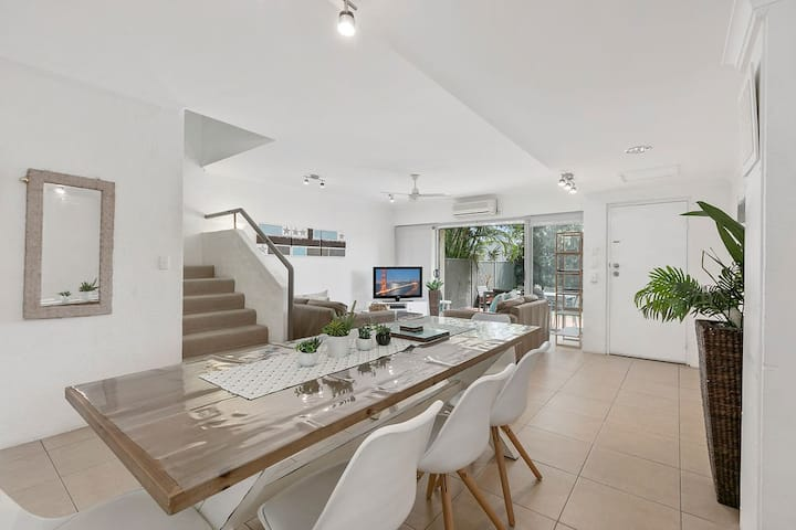 Large 3 bedroom villa close to Noosa Main Beach