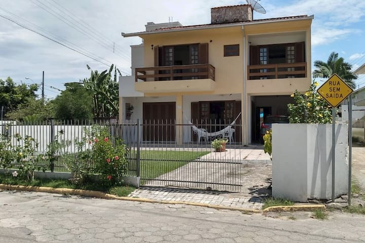 Casa Amarela de Meia Praia