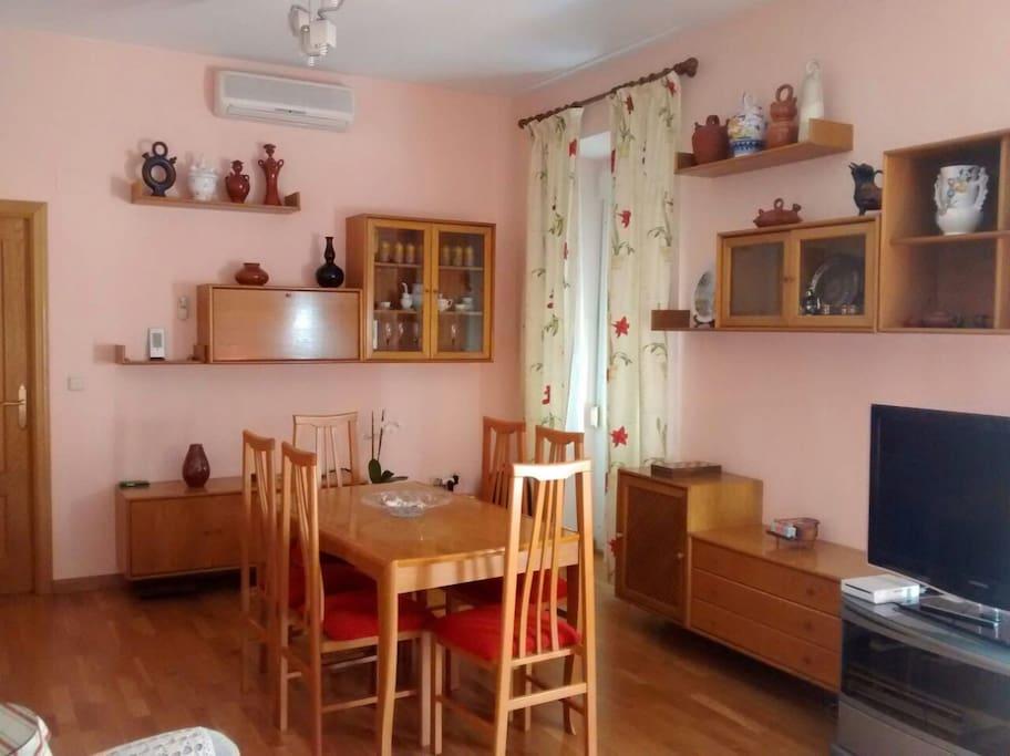 salón, mesa, balcón