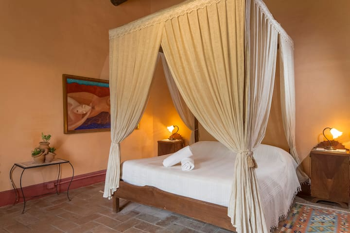 Charming Artist's House-The Lovers Room - Siena - Bed & Breakfast