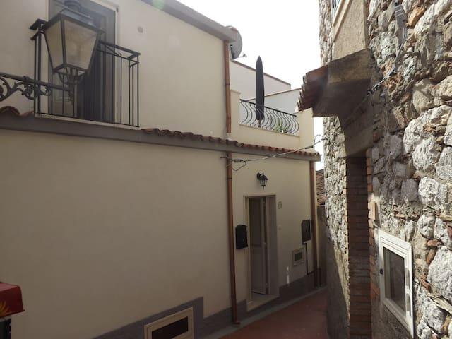 Casa del Borgo - Gallodoro - Alojamiento vacacional