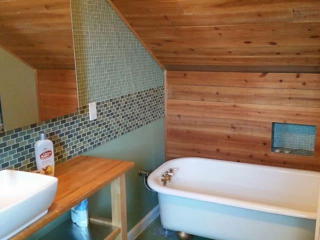 Private Suite Near Alberta Arts!