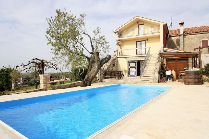 Very pleasant, spacious house with private pool near Vrsar beach 4km