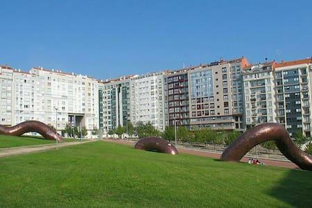 Apto. con parking, a 1 km de playas - Vigo