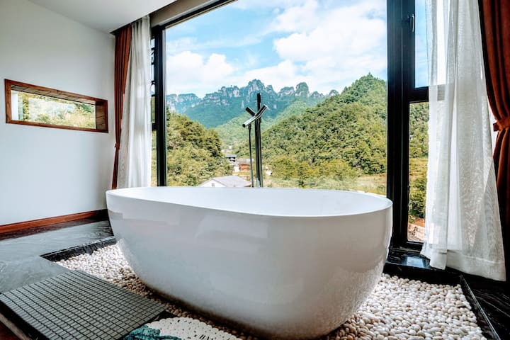 deluxe suite with mountain view bath tub