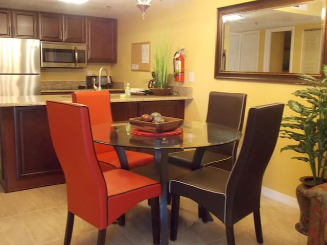 Luxury condo in Orlando   1 br/1 ba