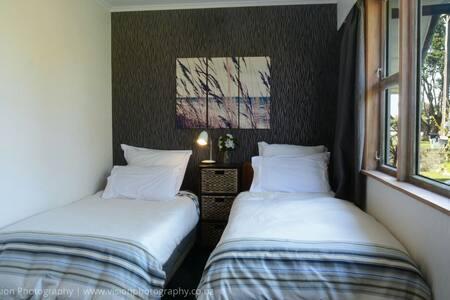 Room By the Sea : near New Plymouth - Waitara - Wikt i opierunek
