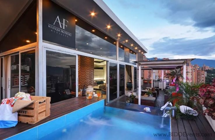 LUXURY PENTHOUSE IN LLERAS PARK - AMAZING VIEW