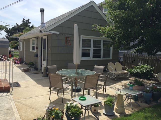 Sweet cottage, block from beach - Wildwood Crest - Apartemen