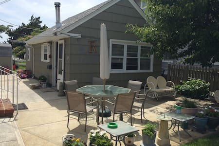 Sweet cottage, block from beach - Wildwood Crest