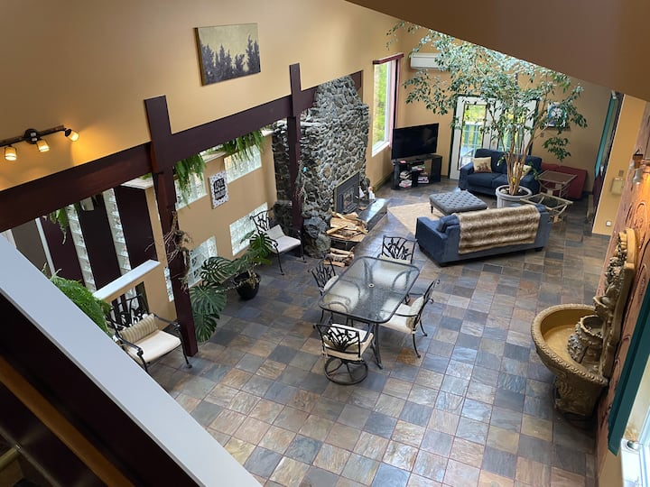 Dream Home - Open Concept on 2.5 Acres & Pond!