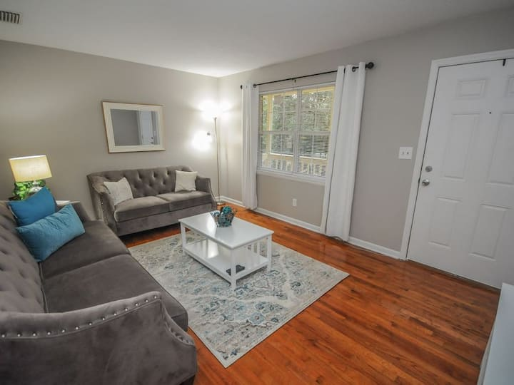 Quaint and quiet home Midtown home!
