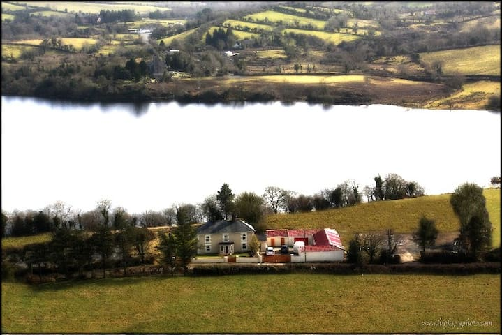 The Lake House - Cootehill - Dom