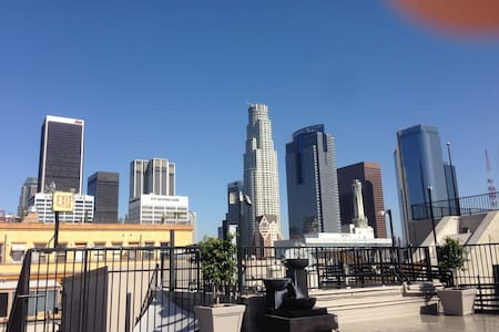 Loft in Downtown LA *ROOFTOP POOL*