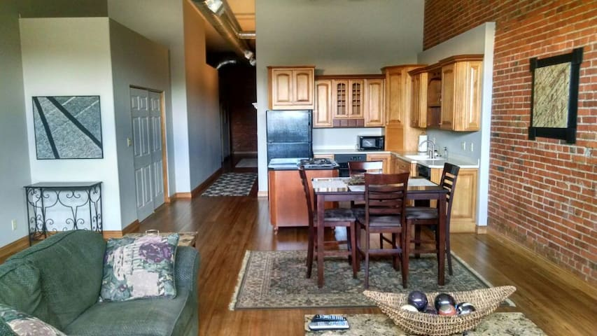 Incredible loft-style condo - Hastings - Lakás