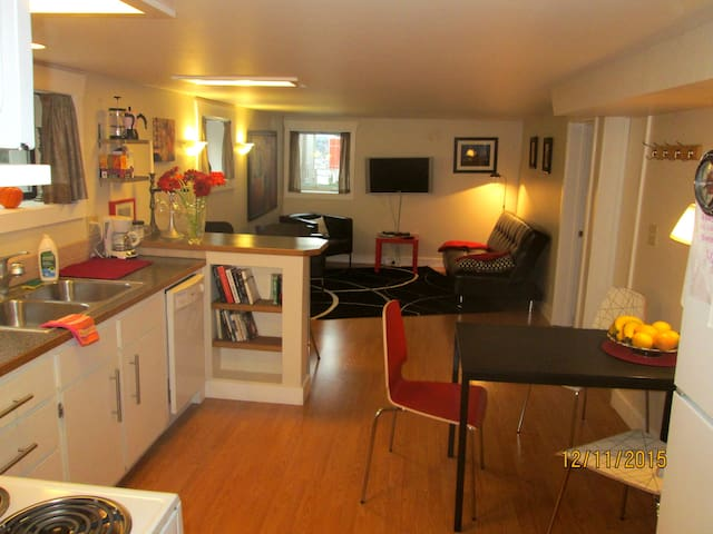 Spacious 1BR in quirky Fremont