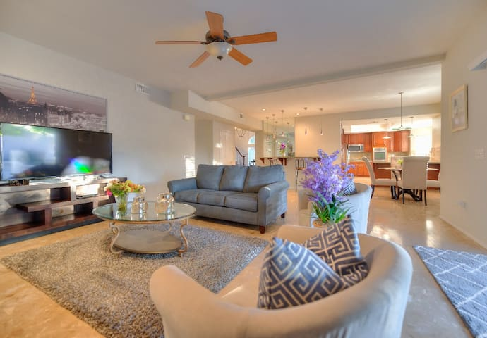 3100sqft w/ Heated Pool/Jacuzzi + BBQ for up to 12 - Palm Desert - Casa