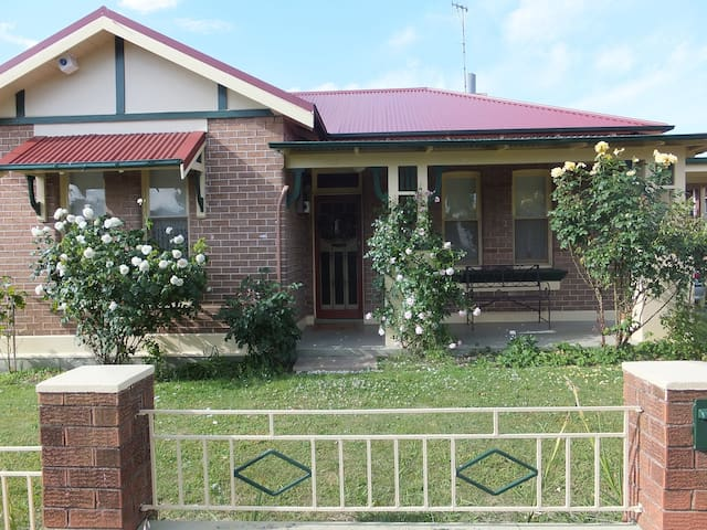 Lovely federation home close to CBD - Orange - House