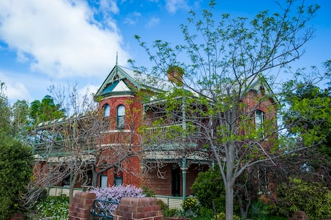Grenfell Hall Bed and Breakfast