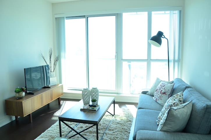 Beautiful Lakeview Condo + Parking CONDO!