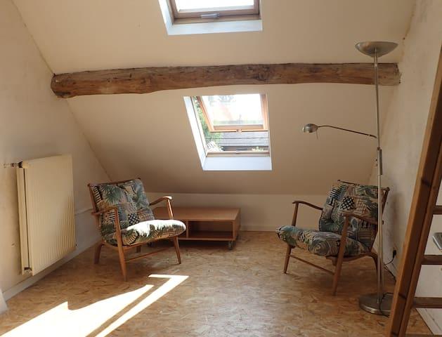 Chambre à l'étage - Walhain - Hus