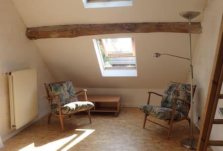 Chambre a l'etage - Walhain - Hus