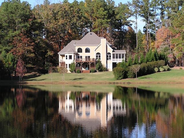Relaxed Lakefront Home 15 Minutes from RDU - Raleigh - Casa