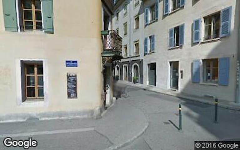 Appartement mansardé de charme, tout équipé - Geneva - Apartmen