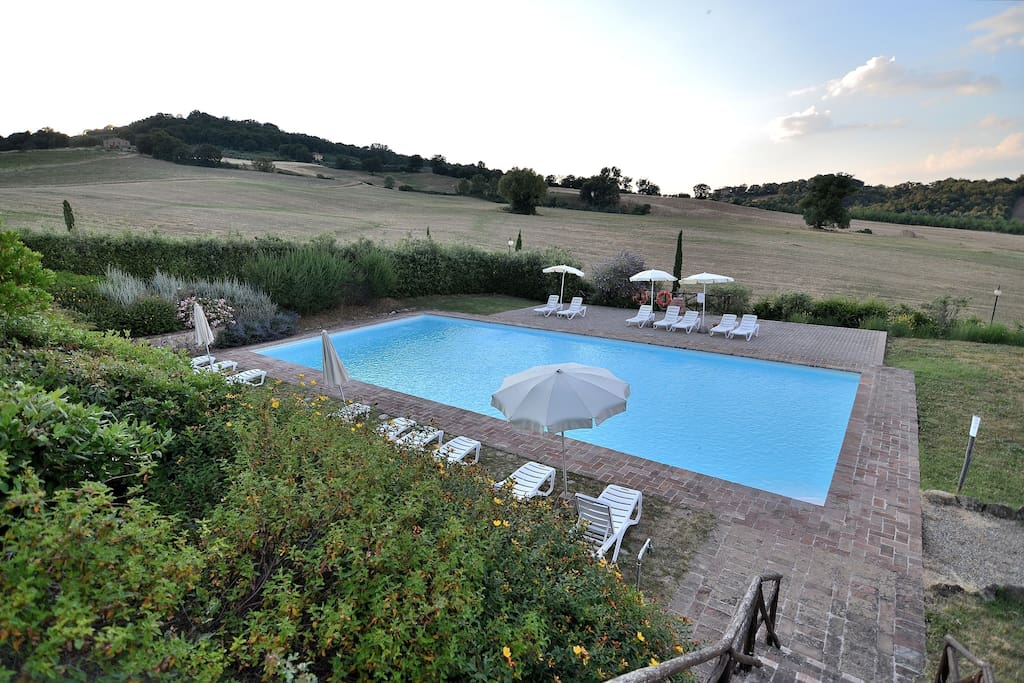 The Big equipped pool alway at your free disposal to shared with the other guests of the farm. Always just a few people