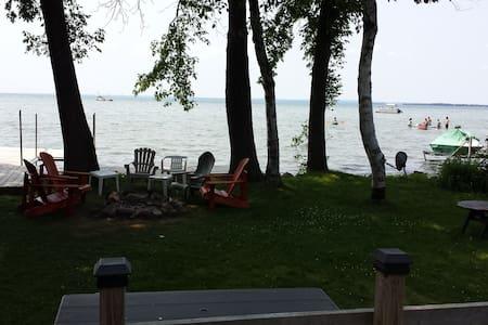 lake waterfront cottage - Kisház