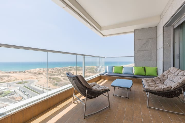 Ocean Front 4BR Luxury Apartment - Netanya - Apartment