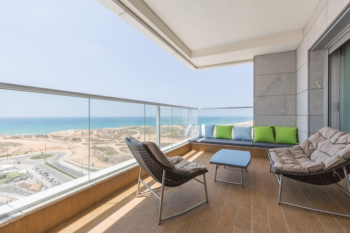 Ocean Front 4BR Luxury Apartment