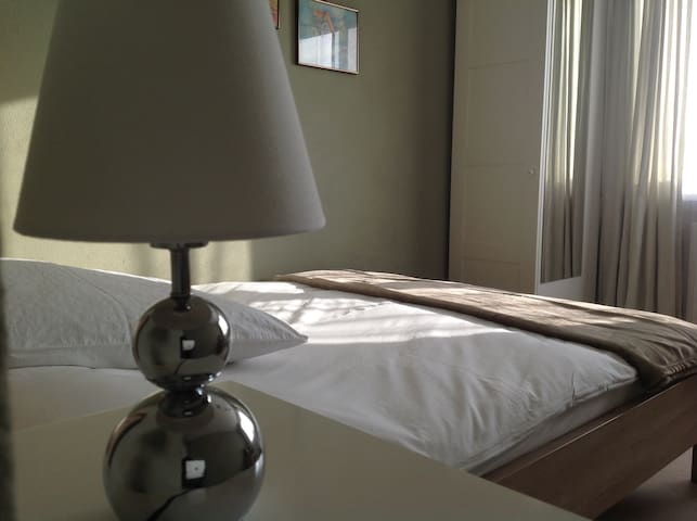 Comfortable, Cosey, and Clean single bedroom. - Pforzheim - Casa