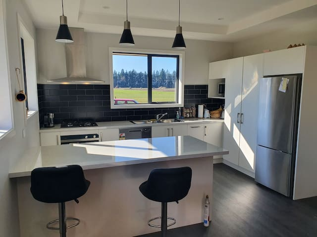 Modern home on the outskirts of Methven