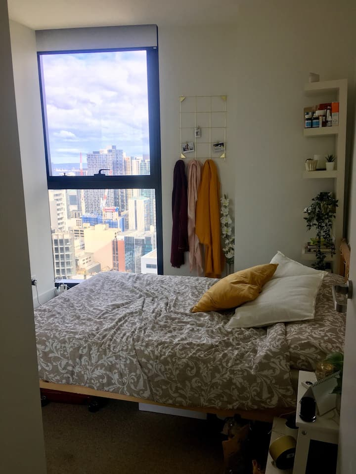 Private Bedroom in CBD with views to city