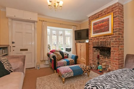Pretty Terraced Cottage nr Dorking - Dorking
