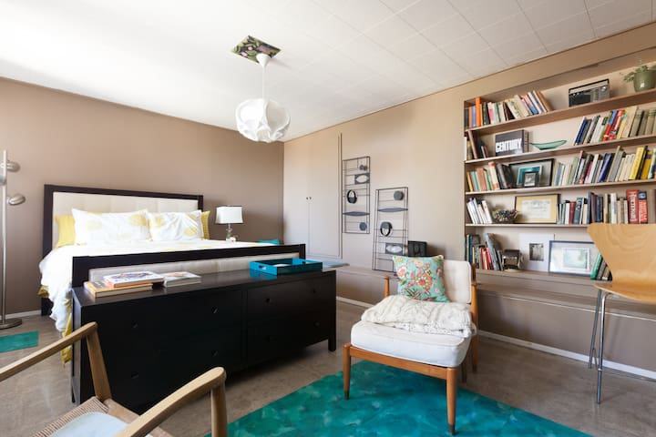 Mid Century Modern Beauty - Berkeley - House
