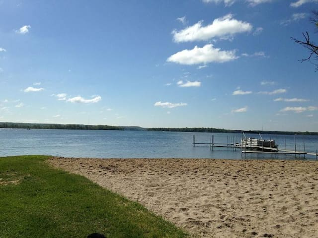 Gun Lake Cottage Rental - Wayland