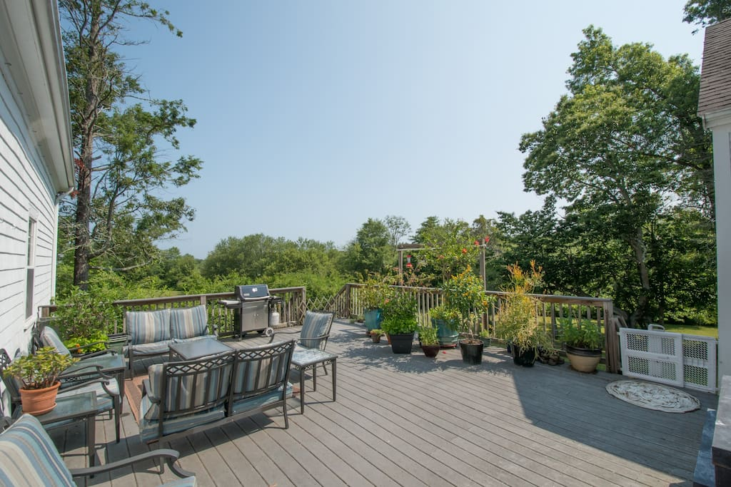 Guests may also enjoy large deck overlooking property & nature preserve.