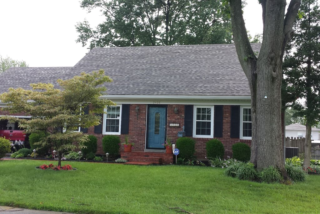 4 bdrm  'updated' cape cod in an established neighborhood