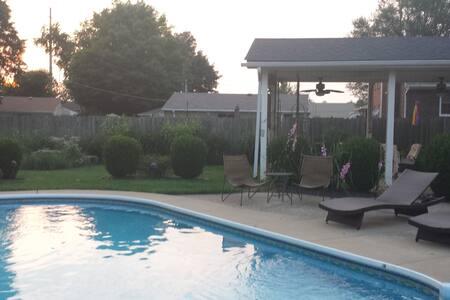 Bluegrass Bungalow - Louisville - Casa