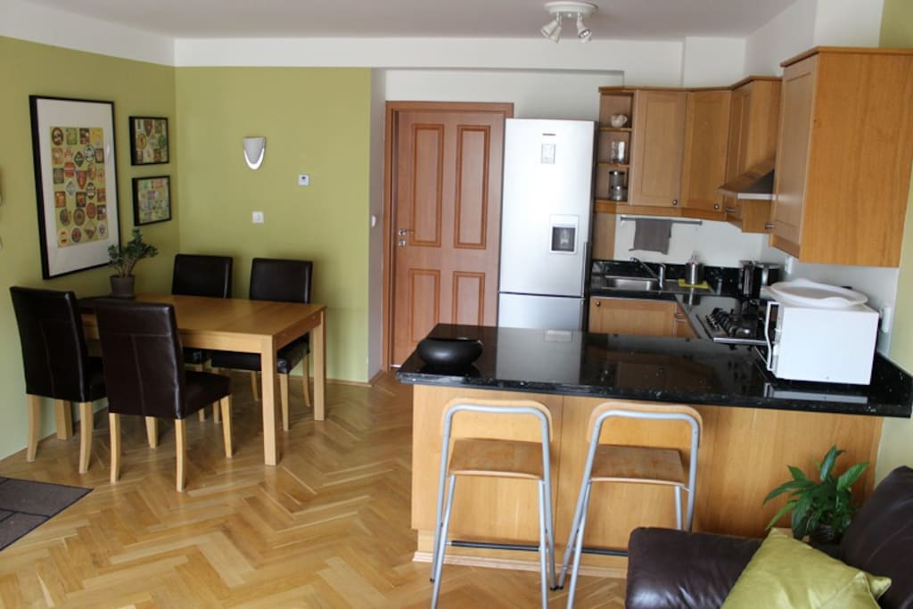 The kitchen and dinning area