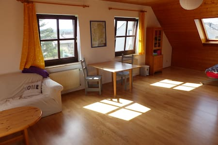 Huge bedroom with private bathroom - Königswinter - Hus