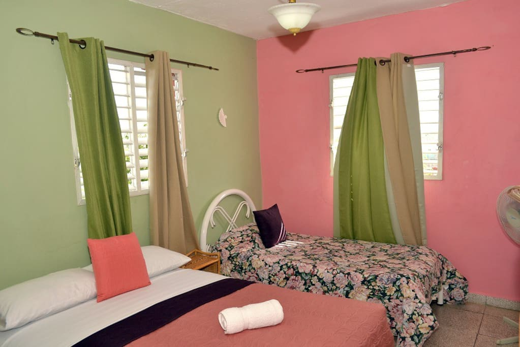 habitacion con gran ventilacion y luz solar a su gusto