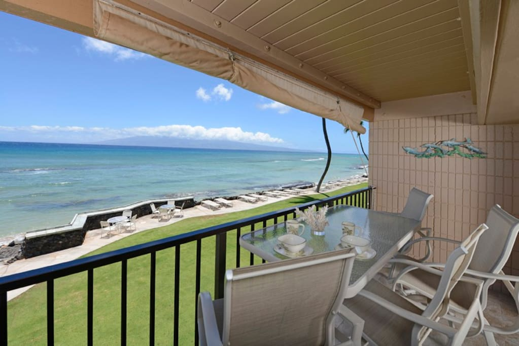 Private lanai! Extra tall seating!